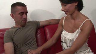 Bourrage anale lors d'un casting porno avec une asiatique