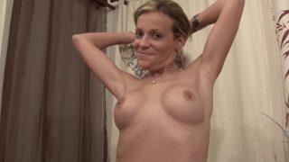 Se faire dépuceler l'anus dans un casting porno